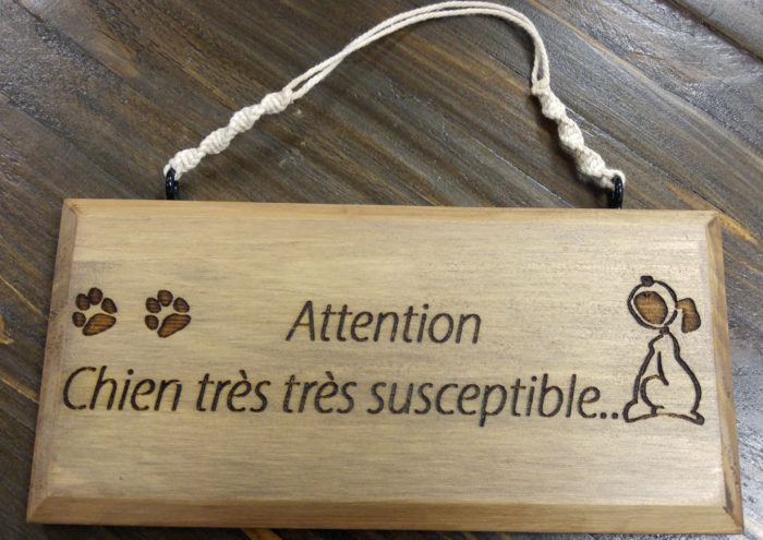 Pancarte_gravee_attention_chien_susceptible